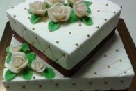 svadobná torta s perlami